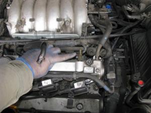 Donde se encuentra la    pcv    de una Kia sorento 2005 35 4x4